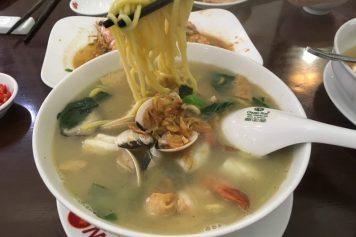 【ハノイでシンガポールヌードル】魚介類たっぷりの優しいお味@DWok
